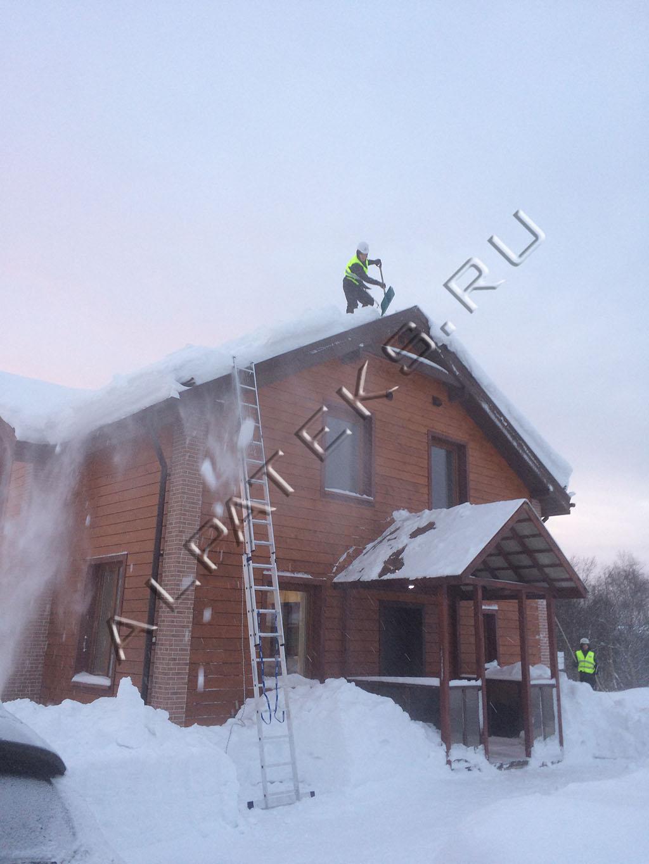 Лопата fiskars для уборки снега облегченная