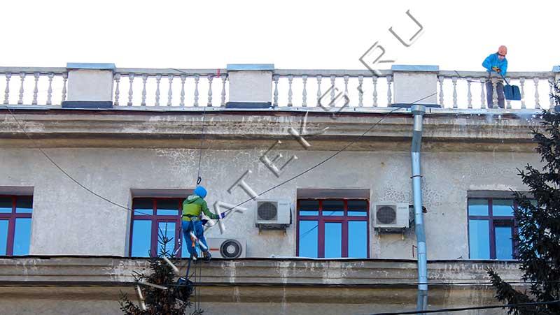 Безопасность при очистки крыши от снега